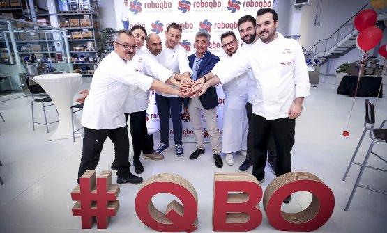 L'imprenditoreGiuseppe Malavasi, al centro, insieme agli chef e tecnologi alimentari che ogni giorno mettono a punto nuove ricette all'interno dell'aziendaRoboqbo