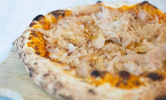 Crema di pomodorini datterini arrostiti, mozzarella di bufala campana Dop,cipolla di Tropea, katsuobushi