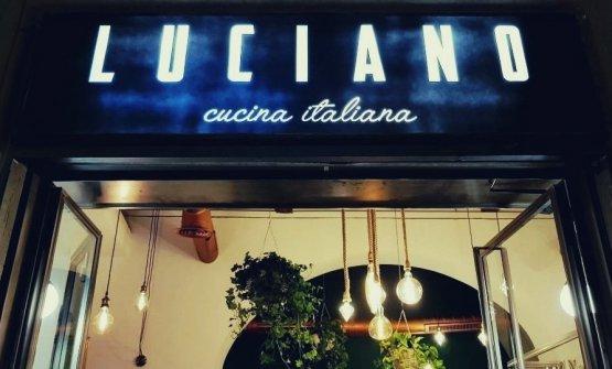 L'insegna del nuovo locale di Luciano Monosili