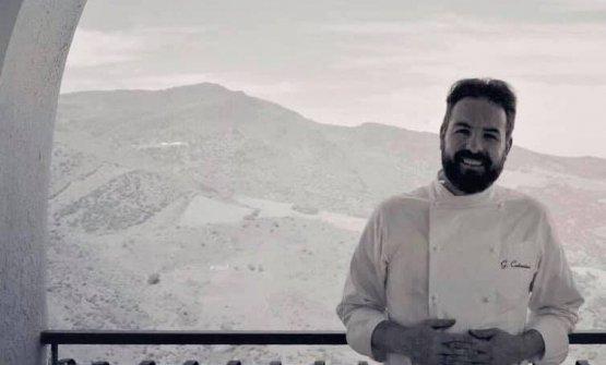 Giuseppe Costantino sul belvedere dellasua Terra
