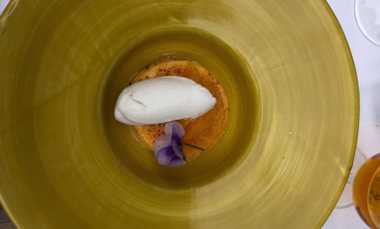 Crème brûlée all'arancia con gelato al cocco