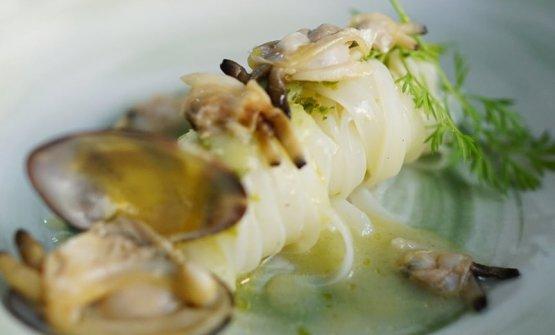 Tagliolino di calamaro con vongole veraci