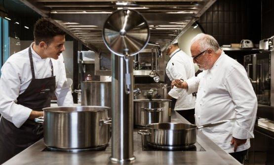 Colonnacon il suo chefAlessio Sebastiani. Nella sua formazione è passato anche dalle cucine di Identità Golose Milano, dove ha conosciuto il cuocoromano