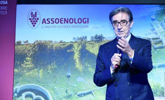 Per Riccardo Cotarella la prima misura è la distillazione volontaria