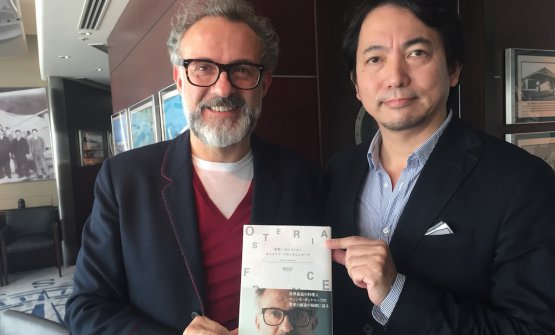 "Bottura with Japanese journalist Masa Ikeda, based in Italy. He's the author of ""Osteria Francescana, ristorante numero uno al mondo"", presented on Thursday at Peninsula hotel in Tokyo"
