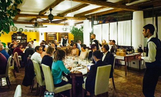 l servizio durate la cena a quattro mani Caruso-Butler nel ristorante del Signum. Lo staff lavora con professionalità e autentico spirito di accoglienza. Bravi. (foto Stefano Butturini)
