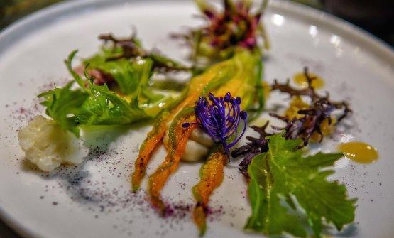 Garden: fiore di zucca farcito di patè di cannellini, sambuco, verdure agrodolcie vinagrette alla senape