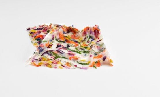 Pañuelo-suspension. It's a handkerchief made with a paste of calamari with flowers and herbs. Brushed with a floral sake. Photo José Luis López de Zubiría