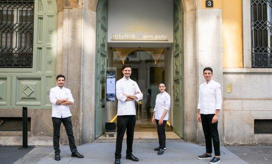 Paolo Griffa con la sua brigata a Milano: da sinistra, Nicolo Talpo,Titti Traina e Luca Zandrino. Con loro, c'èanche Alessandro Mantovano, bravissimo sommelier