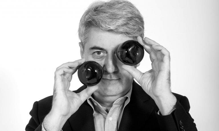 Luigi Caricato, scrittore, giornalista, oleologo,�� autore di diversi volumi sull'olio extra-vergine di oliva. Olio Officina � sia un Festival che un magazine online dedicato alla cultura di questo elemento fondamentale per l'alimentazione umana�