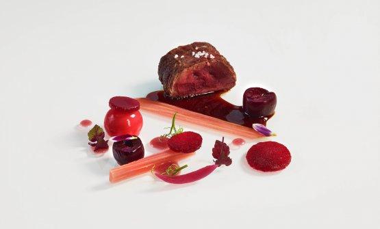 Il filetto di cervo e sfumature di rosso: il piatt