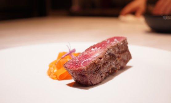 Rubia gallegacon quenelle di carote al forno e zucchine