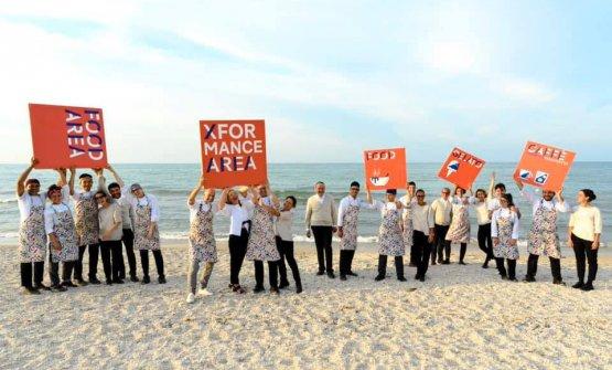 Il team Cedroni-Abbadir-Organisulla spiaggia di Marzocca