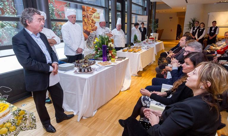 Un'immagine della presentazione dei quattro dolci che hanno partecipato alla sfida per scegliere il portabandiera della Lombardia Orientale, Regione Europea della Gastronomia per il 2017