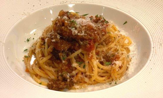 Scuola's spaghetti with meat sauce