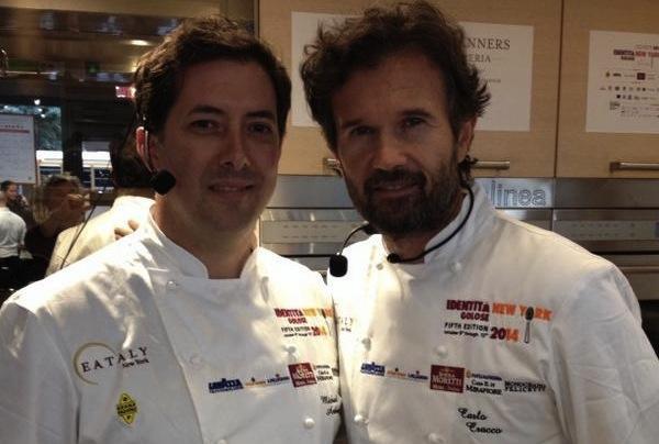 Michael Anthony, executive chef di Gramercy Tavern�e Carlo Cracco prima della terza lezione di Identit� New York, un excursus molto interessante tra dashi (l'americano) e due grandi simboli italiani e cracchiani (l'arancino di riso e il riccio di mare)