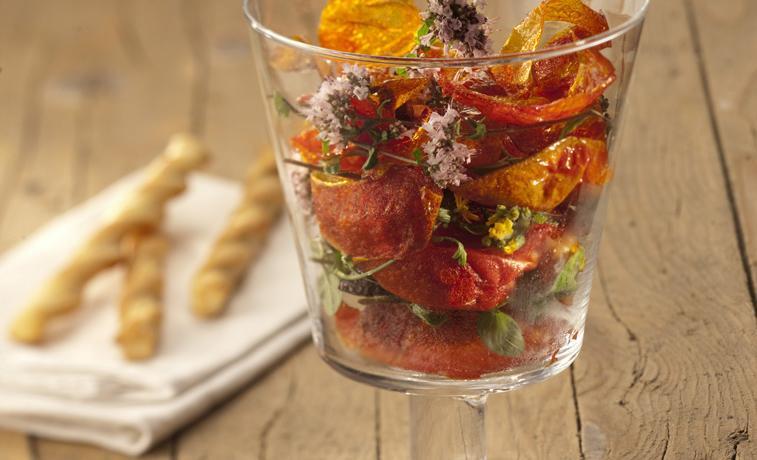 Tomato skin chips – photo by Vincenzo Lonati taken from La cucina a impatto (quasi) zero – Gribaudo