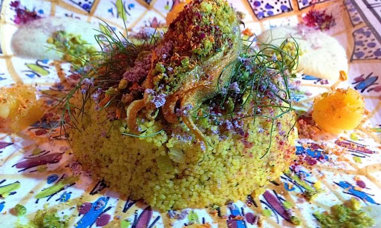 Il Cous Cous alle verdure con salsa di mandorle e fiori di zucca ripieni di ceci affumicati. Con questa preparazione, vegana e crudista, Daniela Cicioni si è classificata terza al Cous Cous Fest Preview del maggio scorso