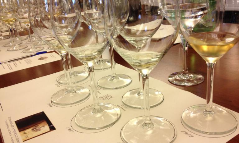 Degustazione di diverse annate di Valdobbiadene Prosecco Superiore Docg�Primo Franco, un vino che ha dimostrato di non temere l'invecchiamento (foto Passera)