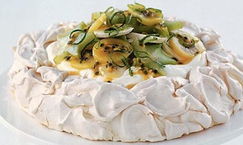 Pavlova, the meringue cake named after Anna Pavlova, as a tribute to the tour the Russian dancer took in the Twenties between Australia and New Zealand. The anthropology professor Helen Leach has just demonstrated that the origins are from New Zealand. The case, however, is far from being closed