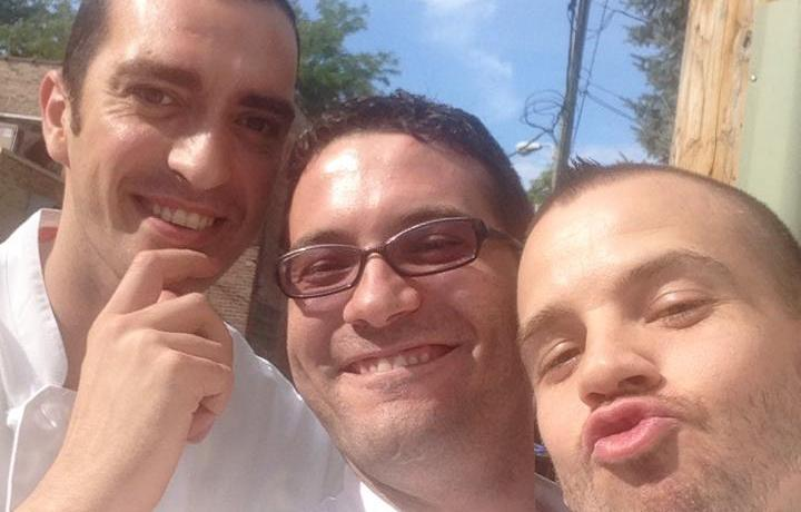 """A laid-back selfie with the three """"exceptional interns"""" who happened to be working hard in the kitchens of Alinea at the end of August: left to right and in an evident, decreasing, order; Vittorio Colleoni of restaurant San Martino in Treviglio, Giuseppe Iannotti of Krèsios in Telese Terme, David Muñoz of Diverxo in Madrid"""