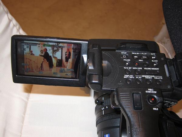 L'occhio di Elvio Gorelli, telereporter brindisino, da tempo residente nel Canton Ticino