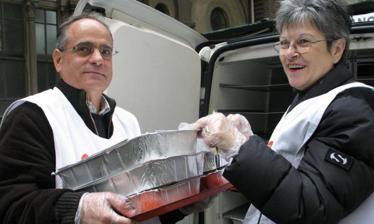 Sono molti i volontari che in tutta Italia dedicano tempo ed energie alla lotta agli sprechi alimentari, recuperando il cibo in eccesso da scuole, ristoranti, mercati. Per l'organizzazione di questi importanti servizi, sono tante le possibilit� offerte dalla rete