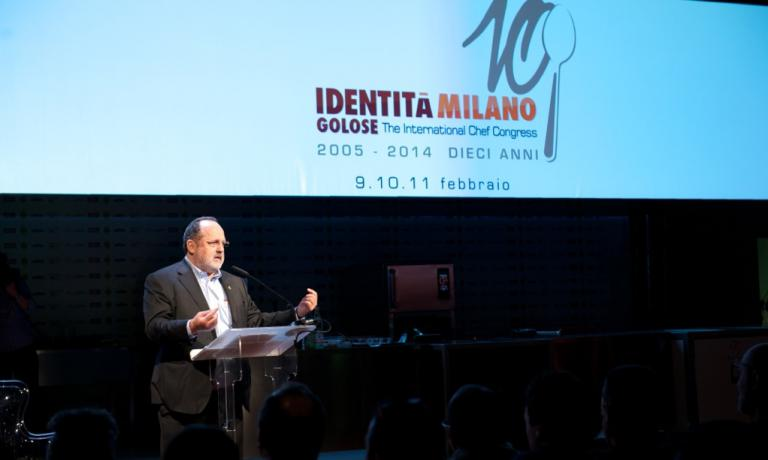 Paolo Marchi sul palco della decima edizione del congresso Identità Milano