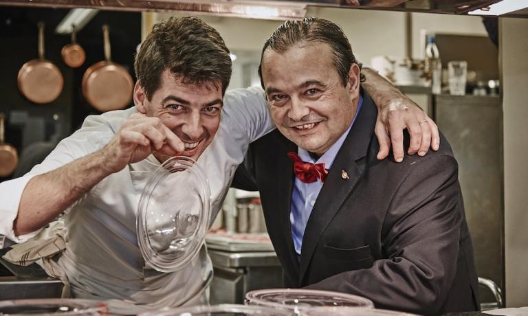 Massimiliano Alajmo delle Calandre, 3 stelle Michelin a Rubano (Padova), e Jos� Gomez, quarta generazione al comando del grande maiale iberico Joselito. Il cuoco padovano ha studiato 23 ricette a base Joselito, scaricabili da tutto dal sito o dalla app JoselitoLab