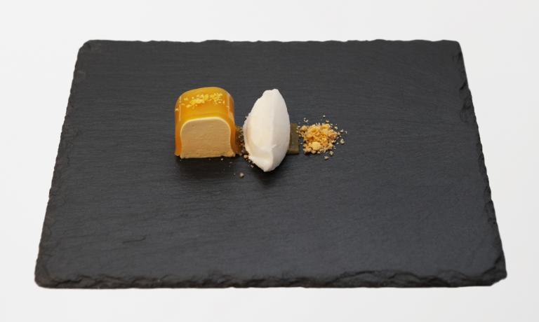 A Nicholas Bonati, giovane sous-chef del ristorante Il Giardinetto di Pettenasco (Novara), la Menzione Speciale per la Valorizzazione della Birra della quarta edizione del Premio Birra Moretti Grand Cru. Questo � il dolce presentato nel suo mini menu