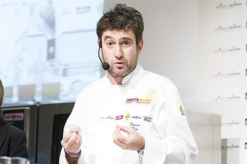 Josean Alija, chef del ristorante Nerua del Guggenheim di Bilbao nei Paesi Baschi. E' stato uno dei relatori pi� convincenti nella quinta edizione di Identit� di Pasta, in collaborazione con Felicetti, un excursus che per la prima volta ha previsto anche interpretazioni di protagonisti non solo italiani (foto Brambilla-Serrani)