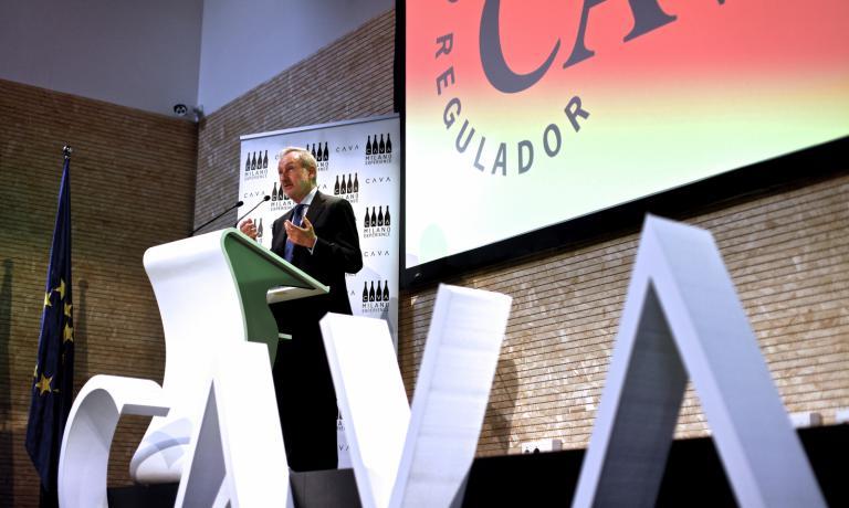 Il presidente del Consejo Regulador del Cava, Pedro Bonet Ferrer, inaugura la Settimana del Cava, ieri nel padiglione spagnolo a Expo Milano 2015