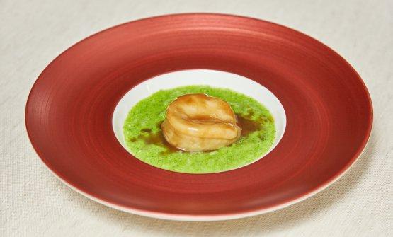 Uno dei piatti chiave del menù:Abalone stufato e broccoli (foto di Daniele Mari)
