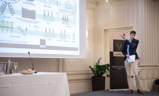 La lezione diBenoît Villedey, enologo dei servizi tecnici del Comité Champagne