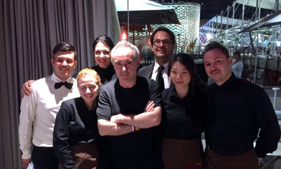 Ferran Adrià con lo staff di Identità Expo nel2015: lo chef catalano annuncia la riapertura de elBulli a cala Montjoi, nel 2018