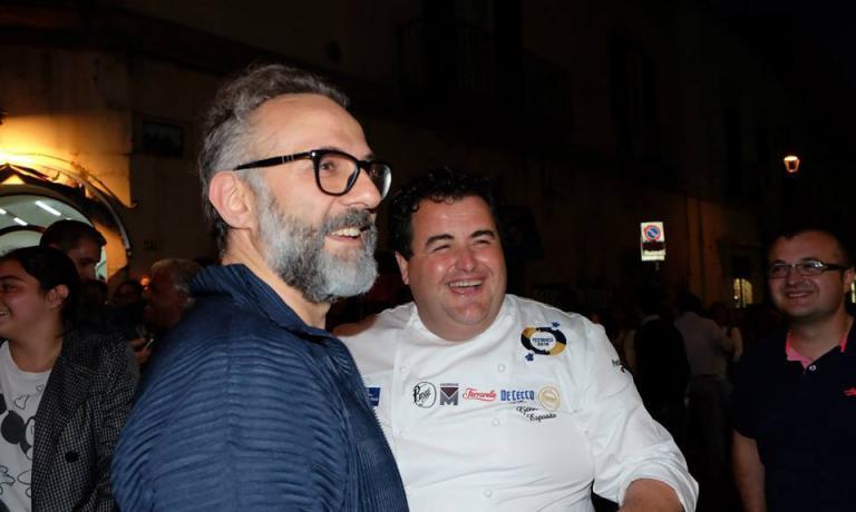 In bianco, Gennaro Esposito con Massimo Bottura, o