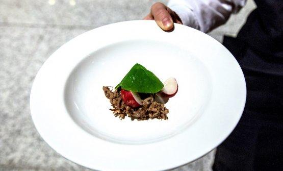 Il piatto di Roncoroni,Omaggio a Fergus Henderson: carpaccio di lingua affumicata con insalata di nasturzio, ravanelli e vinaigrette all'aneto