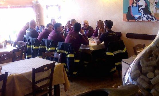 Pompieri a pranzo da Aida Angelini