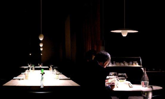 Le lampade Ovo e Ovonelpiatto a Le Calandre di Rubano (Pd). Progetto del 2010 di Davide Groppi, sono entrambe firmate Massimilianoe Raffaele Alajmo