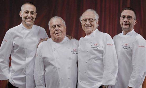 DINASTIA. Da sinistra,Michel Roux junior (oggi chef di Le Gavroche) col padre Albert, Michel senior col figlio Alain (oggi chef di Waterside Inn)
