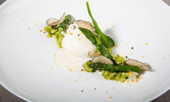 Uovo morbido, asparagi e Parmigiano