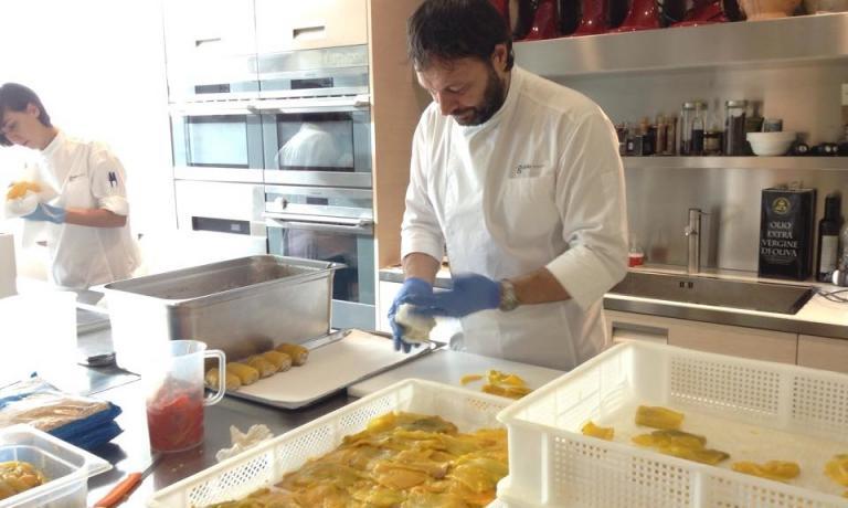 Ugo Alciati confeziona il suo peperone quadrato