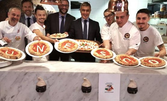 Alfonso Pecaoraro Scanio in Sydney in support of Neapolitan pizza