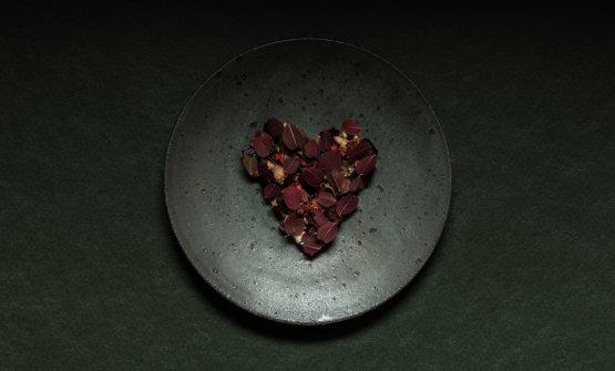 Cuore di alce, barbabietola rossa, midollo, unpiatto di Volt a Stoccolma, Svezia, telefono +46.(0)8.6623400 (foto di Andrea Jernmark)