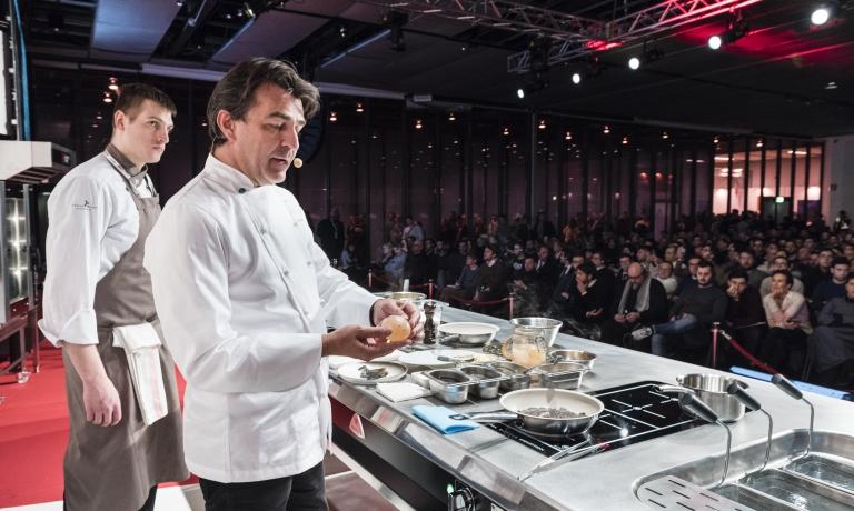 Yannick Alléno sul palco del congresso