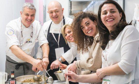 Immagini dello stand calabrese a Identità Milano 2018, con le bontà diMaurizio(il secondo da sinistra, sopra) e Armando Sciarrone(il terzo da destra, sotto), padre e figlio, del De Gustibus di Palmi