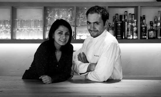 Lo chef Alessandro Bellingeri con la compagnaPerla Becerra Cardenas, che si occupa di sala e cantina