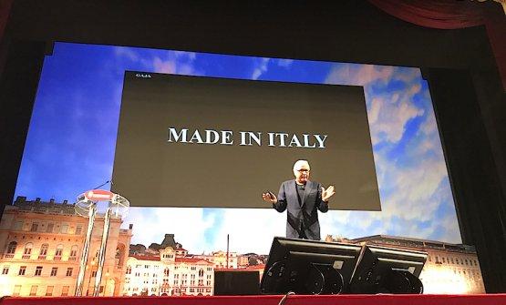 Angelo Gaja sul palco del Teatro Verdi in occasisone del 73° congresso degli enologi italiani sabato 7 luglio 2018