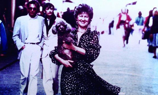 Annie sul Ponte Vecchio nel 1982, con la sua Canaille