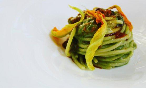 Spaghettone Lucano con polpa di riccio, crema capr